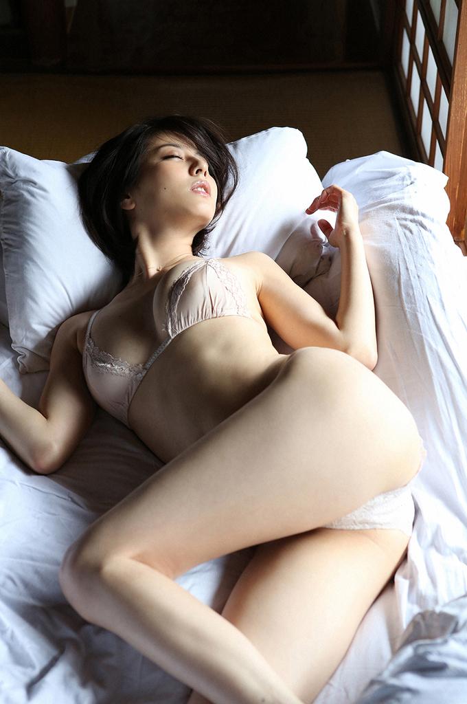 【杉本有美グラビア画像】ファッションモデルの美しすぎるランジェリー姿 32