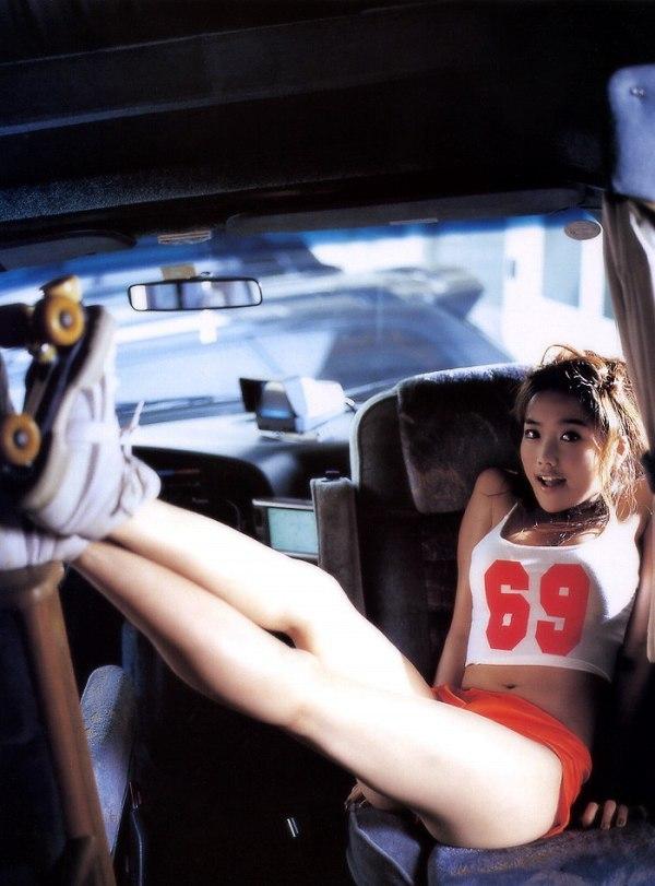 【佐藤江梨子お宝画像】ベテラン女優がグラドル時代に撮った谷間全開のビキニ写真 44