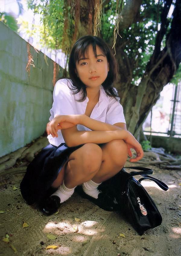 【佐藤江梨子お宝画像】ベテラン女優がグラドル時代に撮った谷間全開のビキニ写真 56