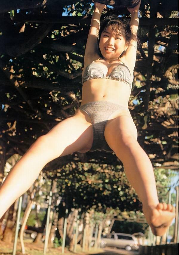 【佐藤江梨子お宝画像】ベテラン女優がグラドル時代に撮った谷間全開のビキニ写真 58