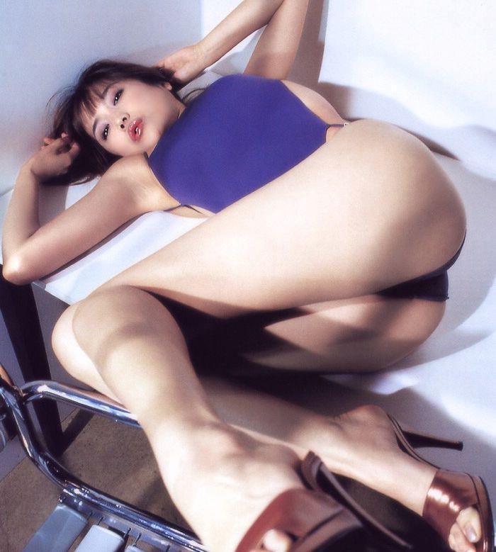 【佐藤江梨子お宝画像】ベテラン女優がグラドル時代に撮った谷間全開のビキニ写真 60