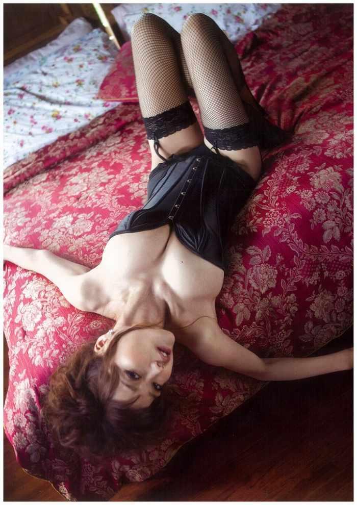 【佐藤江梨子お宝画像】ベテラン女優がグラドル時代に撮った谷間全開のビキニ写真 74