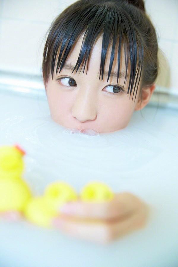 【椎名ひかりグラビア画像】これほどツインテールが似合う童顔美少女が他におる? 78