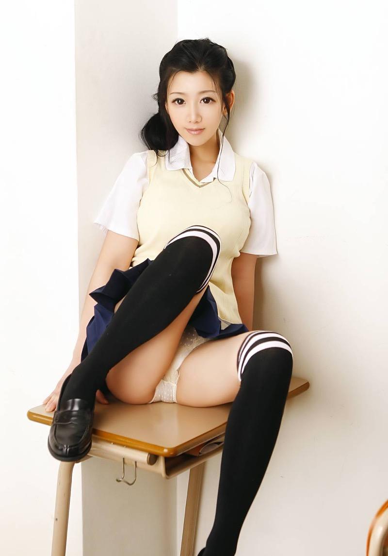 【いいニーハイの日】グラドル美女がニーハイを穿いて撮った自撮りやグラビア画像 12