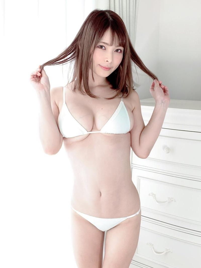 【春野ゆこエロ画像】Hカップの爆乳巨尻ボディをコスプレしながら見せつける露出痴女 29