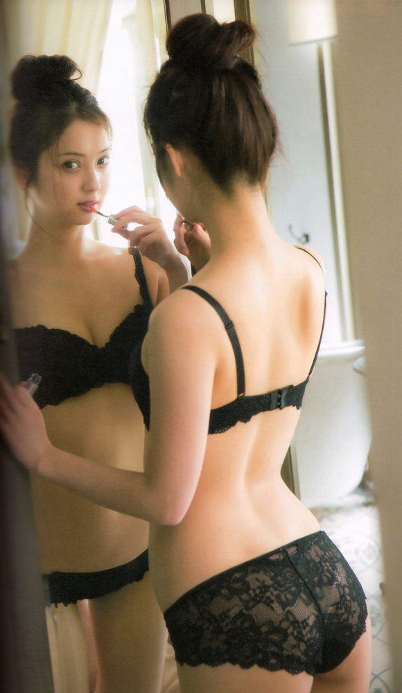 【佐々木希お宝画像】多目的トイレで話題になったアノ人の奥様が見せてるエロい姿 27
