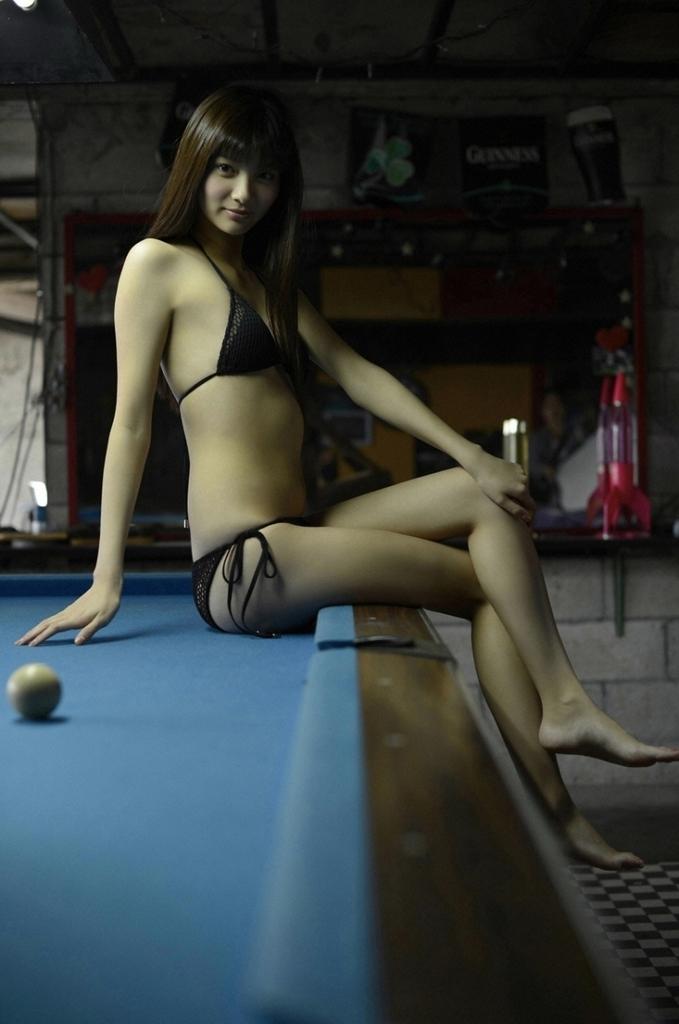 【新川優愛グラビア画像】笑顔が素敵な元グラビアアイドルの女優が魅せるビキニ姿 40