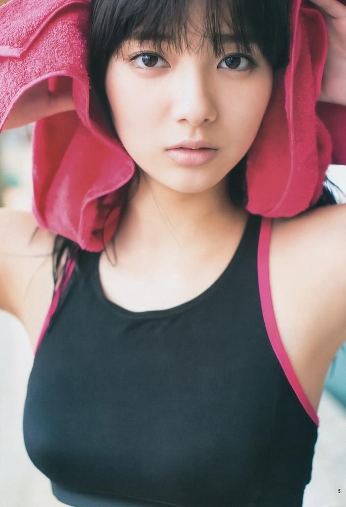 【新川優愛グラビア画像】笑顔が素敵な元グラビアアイドルの女優が魅せるビキニ姿 47