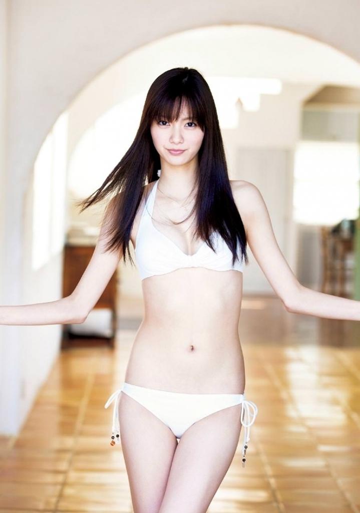 【新川優愛グラビア画像】笑顔が素敵な元グラビアアイドルの女優が魅せるビキニ姿 63