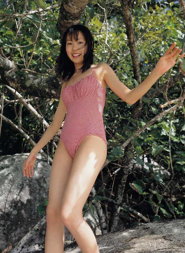 【戸田恵梨香お宝画像】映画デスノートのミサミサ役で脚光を浴びた女優の水着写真 42