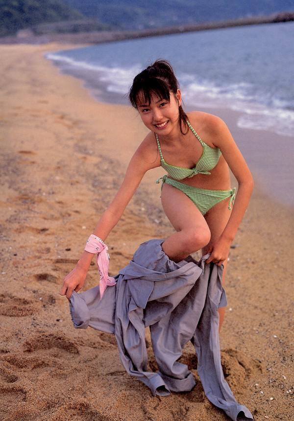 【戸田恵梨香お宝画像】映画デスノートのミサミサ役で脚光を浴びた女優の水着写真 53
