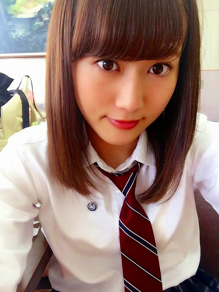 【守屋茜エロ画像】欅坂46の現役美少女アイドルがみせる可愛い笑顔とエッチな谷間 59
