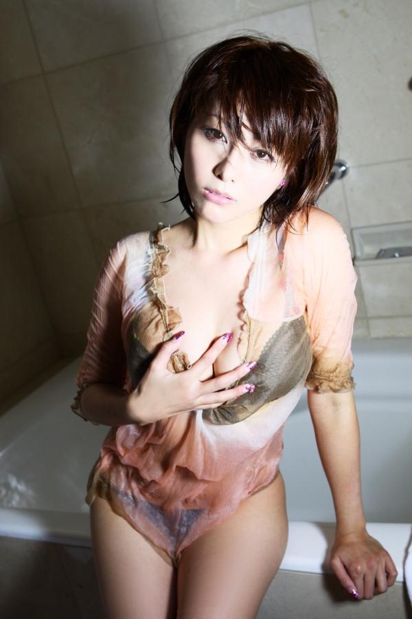 【熊切あさ美エロ画像】かつての崖っぷちアイドルが美熟女グラドルになって復活!? 47