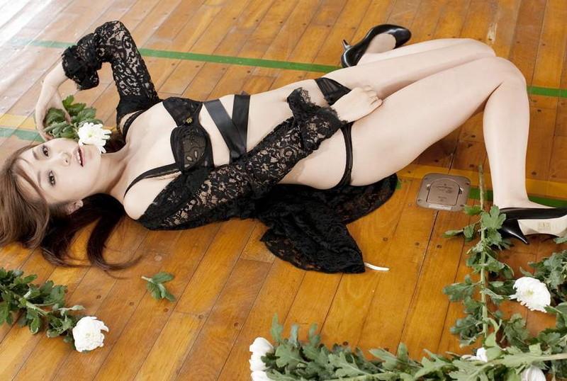 【辰巳奈都子グラビア画像】グラドルを卒業してたった2年で復帰してきたセレブ美熟女 09