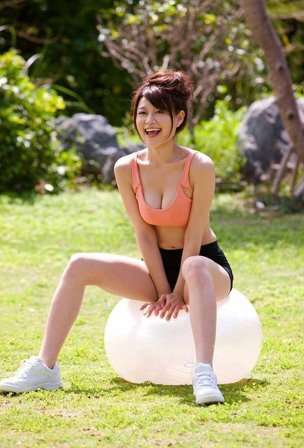 【高橋亜由美グラビア画像】Fカップ巨乳とキレイなお尻がエロいグラドル美女 14