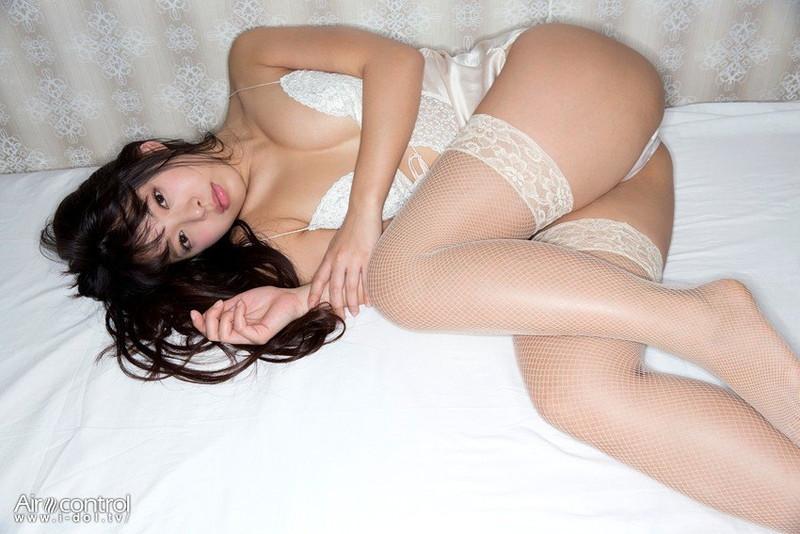 【寺田安裕香エロ画像】Eカップ以上ありそうな巨乳ボディにセクシーランジェリーが良く似合う! 05
