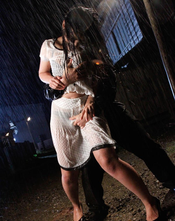 【雨の日濡れ透け画像】梅雨の時でもエロは忘れず濡れて透けた女達で抜く! 17