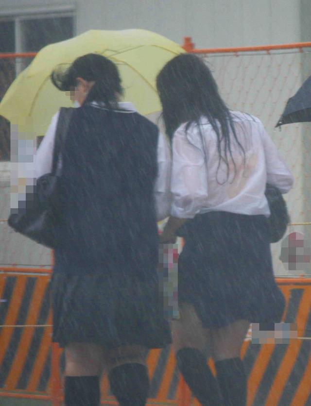 【雨の日濡れ透け画像】梅雨の時でもエロは忘れず濡れて透けた女達で抜く! 20
