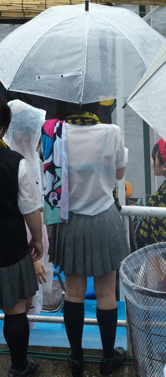 【雨の日濡れ透け画像】梅雨の時でもエロは忘れず濡れて透けた女達で抜く! 29