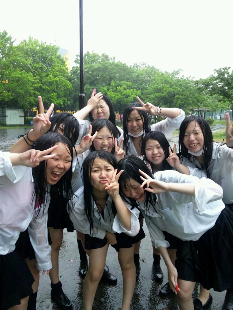 【雨の日濡れ透け画像】梅雨の時でもエロは忘れず濡れて透けた女達で抜く! 35