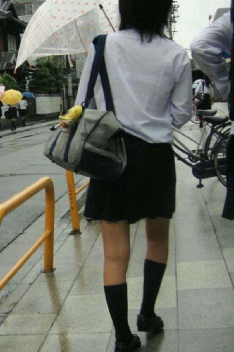 【雨の日濡れ透け画像】梅雨の時でもエロは忘れず濡れて透けた女達で抜く! 42