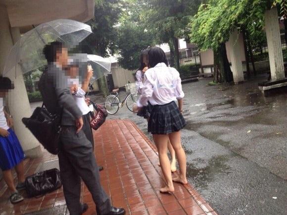 【雨の日濡れ透け画像】梅雨の時でもエロは忘れず濡れて透けた女達で抜く! 55