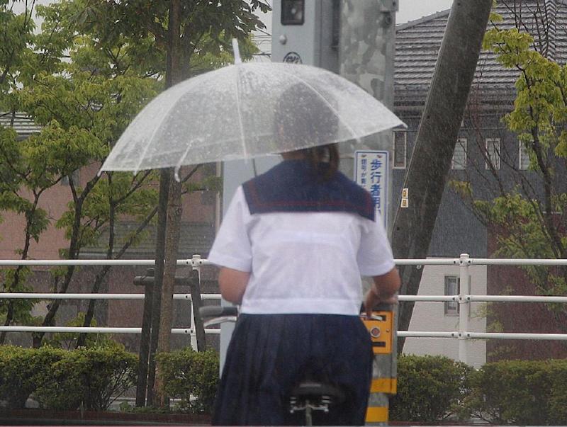 【雨の日濡れ透け画像】梅雨の時でもエロは忘れず濡れて透けた女達で抜く! 63