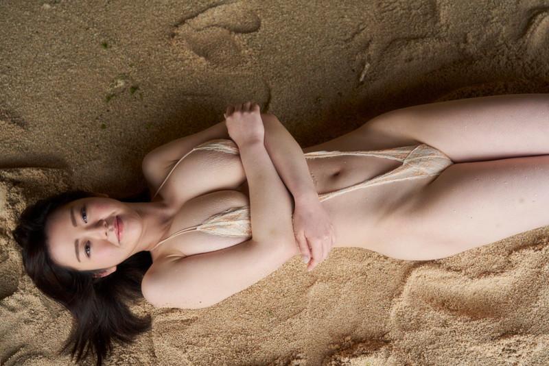 【山岸楓エロ画像】垂れ爆乳って下から手でゆっさゆさしたら気持ち良いだろうなぁw