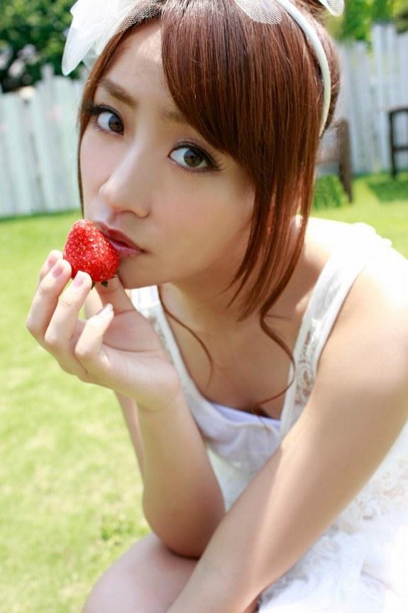【高橋みなみお宝画像】元AKB48アイドルが現役だった頃の可愛らしいグラビアの数々 23