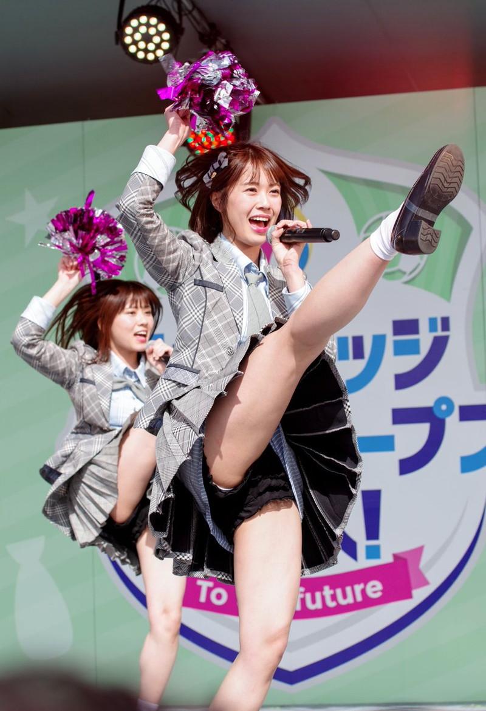 【チーム8お宝画像】AKB系アイドルの谷間やパンチラ寸前のちょいエロな写真 16