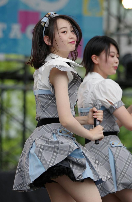【チーム8お宝画像】AKB系アイドルの谷間やパンチラ寸前のちょいエロな写真 20
