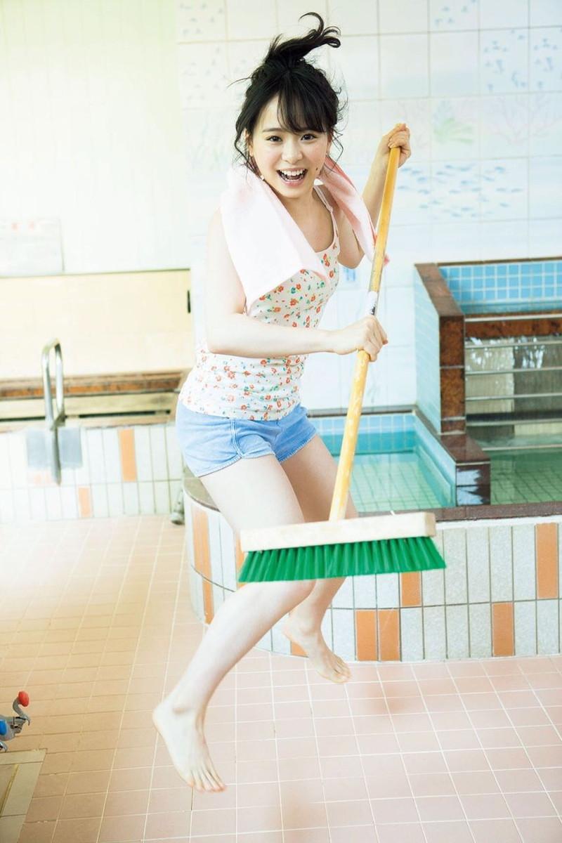 【チーム8お宝画像】AKB系アイドルの谷間やパンチラ寸前のちょいエロな写真 32