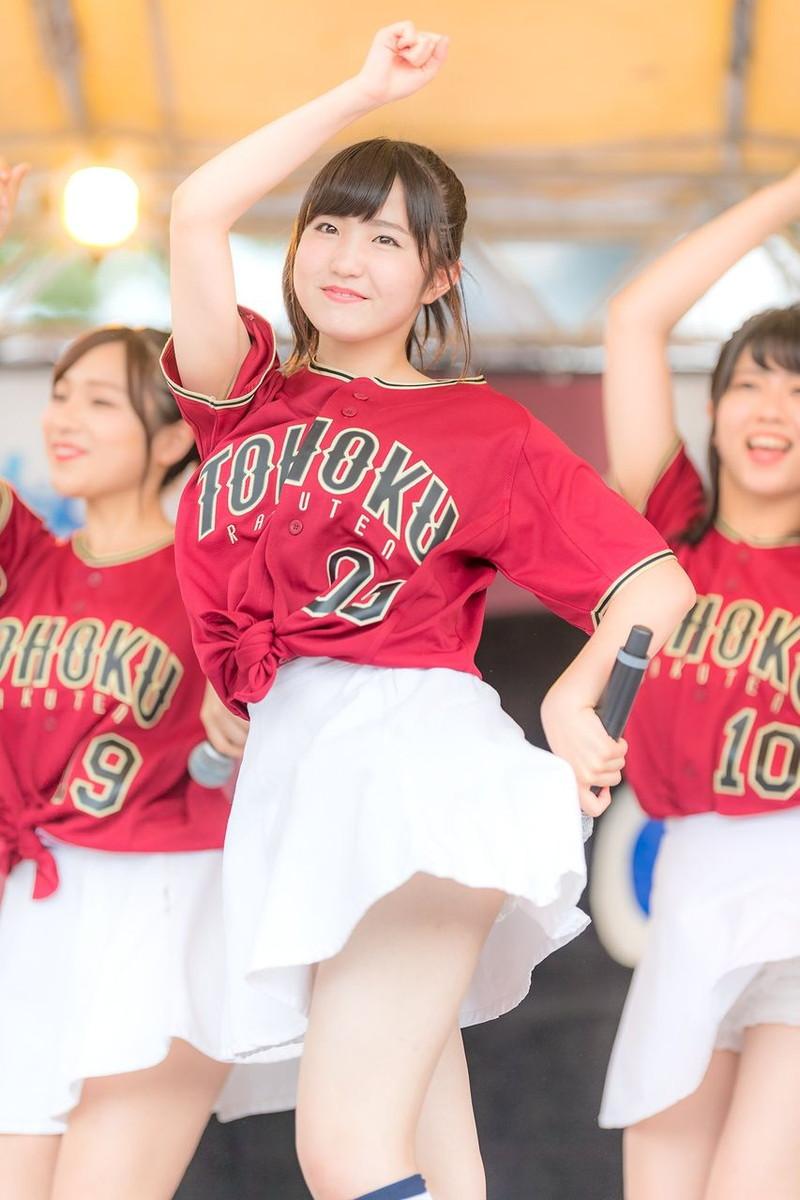 【チーム8お宝画像】AKB系アイドルの谷間やパンチラ寸前のちょいエロな写真 38