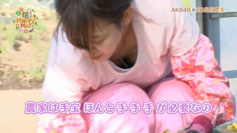 【チーム8お宝画像】AKB系アイドルの谷間やパンチラ寸前のちょいエロな写真 73