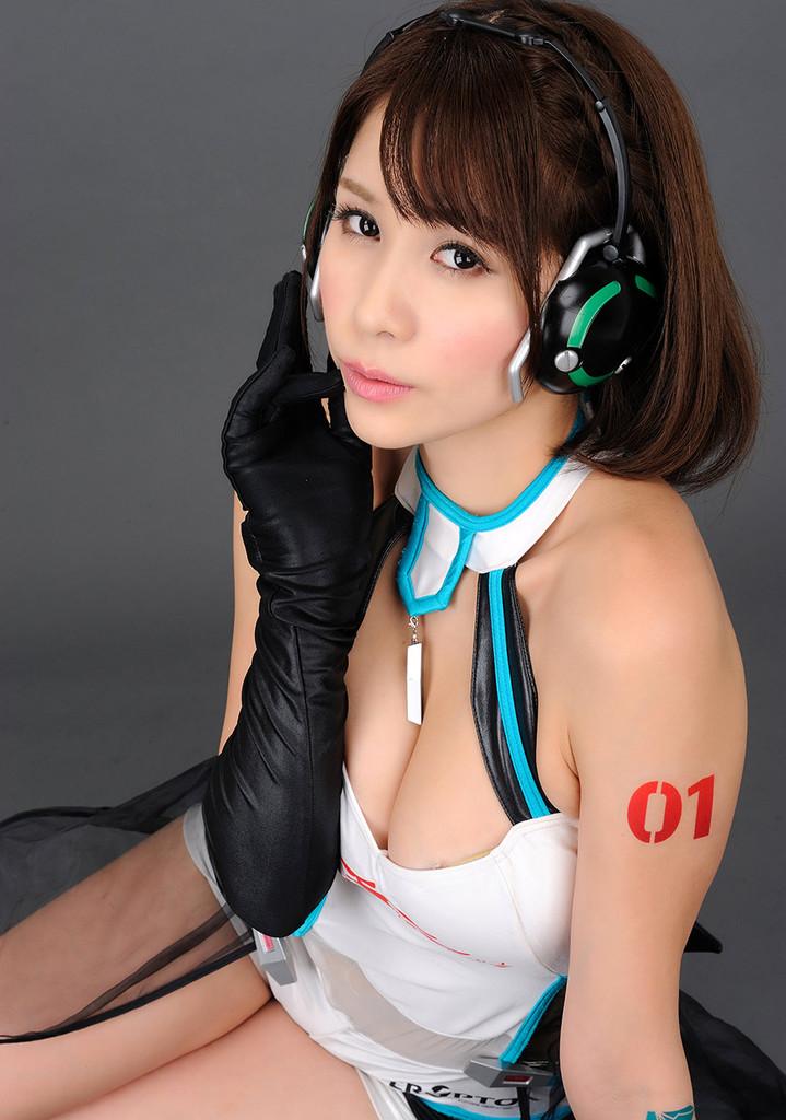 【立花サキコスプレ画像】レーシングミクのレースクイーンやってたFカップお姉さん! 30