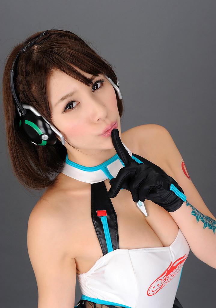 【立花サキコスプレ画像】レーシングミクのレースクイーンやってたFカップお姉さん! 41