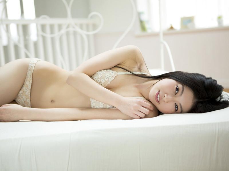 【橘麗美グラビア画像】色白スレンダーボディが綺麗でエロいグラドル美女の現在は? 80