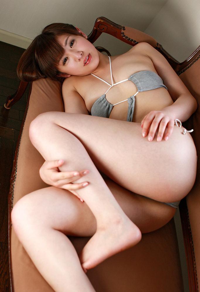 【遠野千夏グラビア画像】腹筋が見えるくらい鍛えた引き締まった身体がエロい! 06