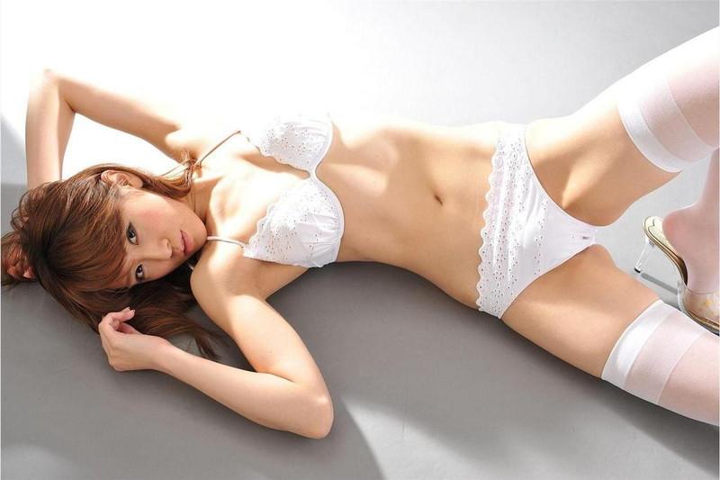 【遠野千夏グラビア画像】腹筋が見えるくらい鍛えた引き締まった身体がエロい! 76
