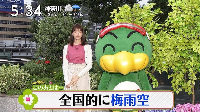 【お宝エロ画像】番組公認でたっぷり見られるお天気お姉さんのモデル美脚wwww