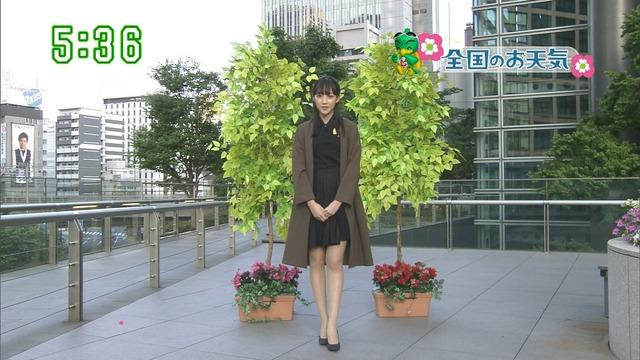 【お宝エロ画像】番組公認でたっぷり見られるお天気お姉さんのモデル美脚wwww 16