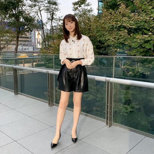 【お宝エロ画像】番組公認でたっぷり見られるお天気お姉さんのモデル美脚wwww 74