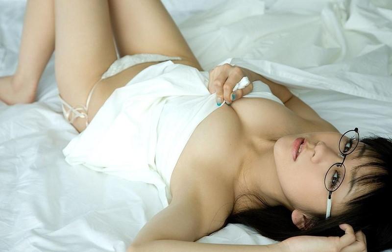 【時東ぁみお宝画像】元祖メガネっ娘アイドルの若々しくて懐かしいグラビア!