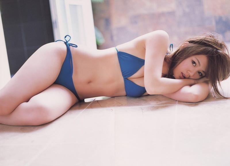 【新垣里沙グラビア画像】昭和生まれモーニング娘アイドルのビキニ水着!