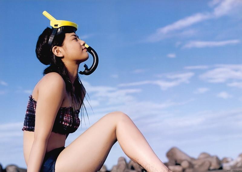 【新垣里沙グラビア画像】昭和生まれモーニング娘アイドルのビキニ水着! 04