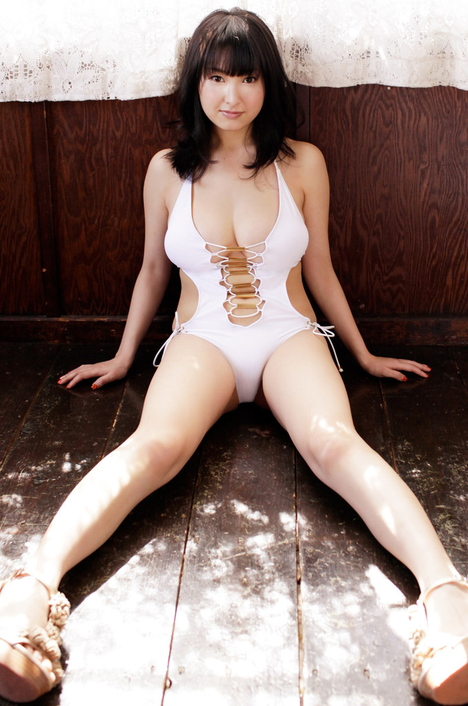 【中川朋美エロ画像】Jカップとかいうメートル超え爆乳女のマンスジ写真wwww 52