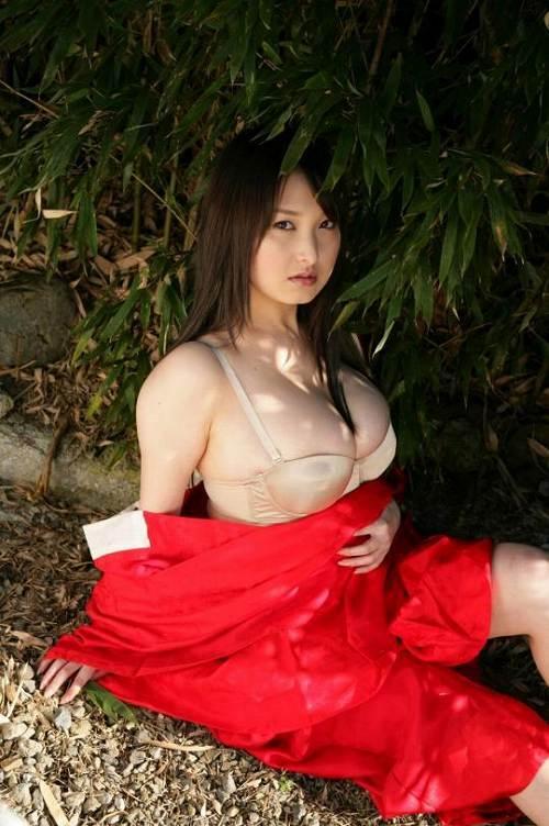 【中川朋美エロ画像】Jカップとかいうメートル超え爆乳女のマンスジ写真wwww 64