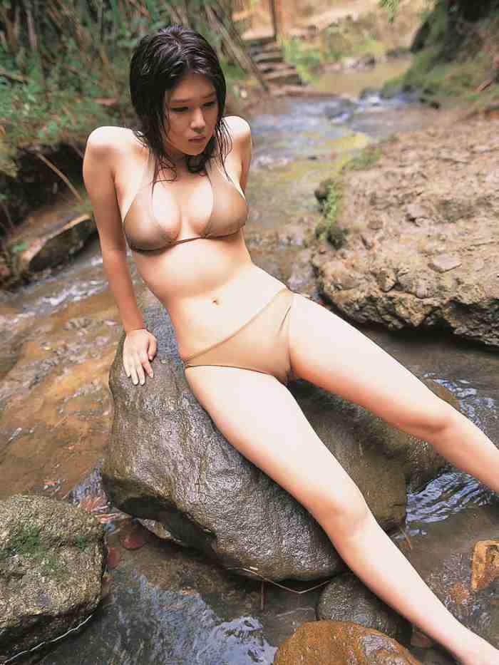 【永岡真実グラビア画像】Fカップ巨乳を見せつける谷間写真でパイズリが捗るわwwww 05