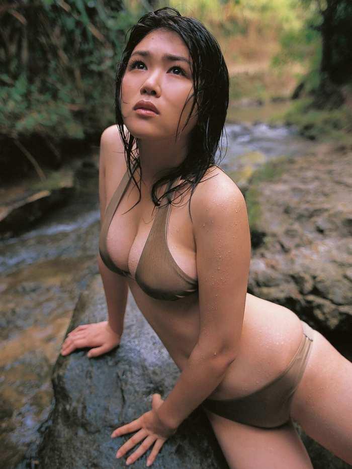 【永岡真実グラビア画像】Fカップ巨乳を見せつける谷間写真でパイズリが捗るわwwww 22