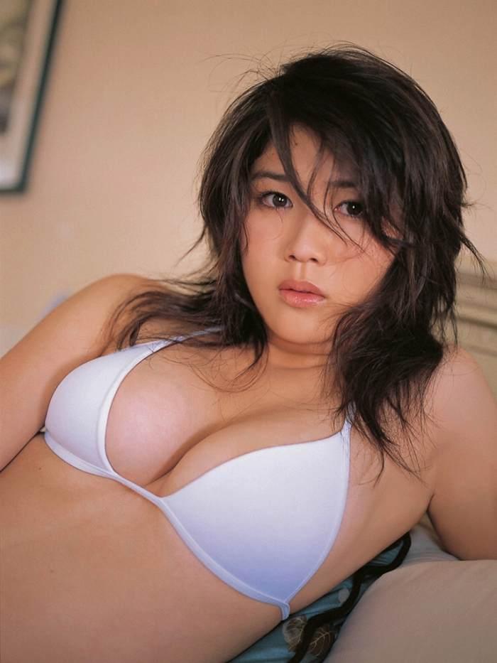 【永岡真実グラビア画像】Fカップ巨乳を見せつける谷間写真でパイズリが捗るわwwww 28